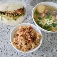 台式早餐:網艋舺阿萬油飯 割包 排骨酥麵-台北萬華有名老店小吃